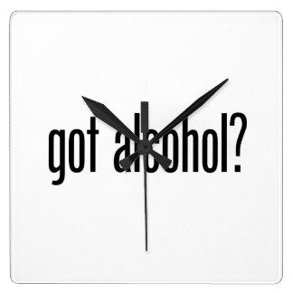 alcohol conseguido reloj cuadrado