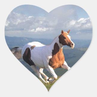Alcohol del caballo salvaje calcomania corazon personalizadas