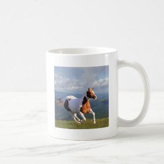 Alcohol del caballo salvaje taza