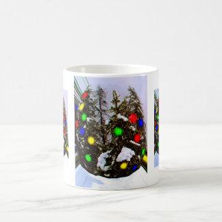 Alcohol del navidad capturado taza de café