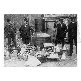 Alcohol ilegal agarrado aún, 1922 tarjeta de felicitación