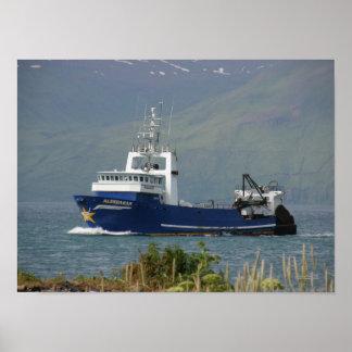 Aldebaran, pescando el barco rastreador en puerto  impresiones