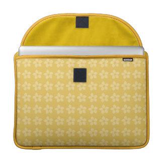 Alegre diseño de flores juveniles sobre amarillo fundas para macbook pro