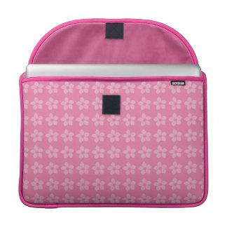 Alegre diseño juvenil de flores en rosa vivo fundas para macbook pro