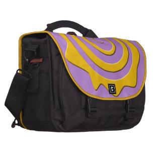 Alegre sol amarillo en espiral sobre fondo violeta bolsas para portátil