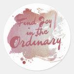 Alegría del hallazgo en el ordinario etiqueta redonda