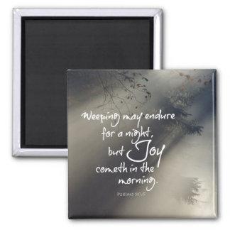 Alegría en el verso de la biblia de la mañana imán cuadrado