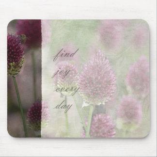 Alegría floral rosada inspirada tapete de raton