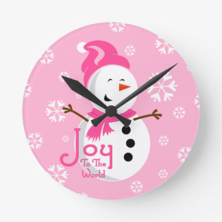 Alegría rosada linda del muñeco de nieve reloj redondo mediano