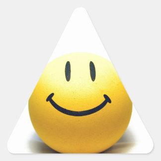 Alegría sonriente amarilla de la felicidad del calcomanías trianguloes