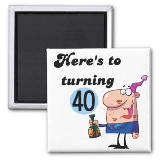 Alegrías a 40 camisetas y regalos del cumpleaños imán cuadrado