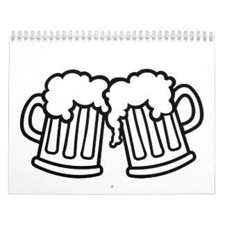 Alegrías de las tazas de cerveza calendarios de pared
