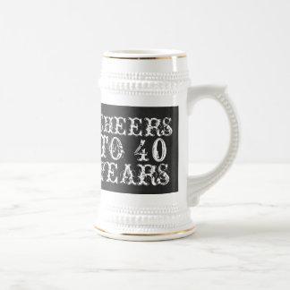Alegrías divertidas del personalizado a 40 años de jarra de cerveza
