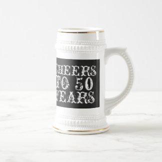 Alegrías divertidas del personalizado a 50 años de jarra de cerveza