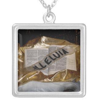 Aleluya (biblia y marco) colgante cuadrado