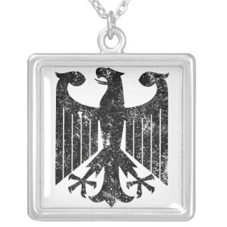 Alemán Eagle Collar Plateado