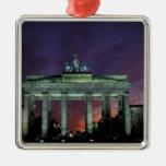Alemania, Berlín. Puerta de Brandeburgo en la noch Adorno