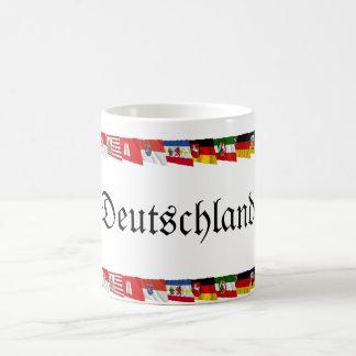 Alemania y sus Lander que agitan banderas Taza Clásica