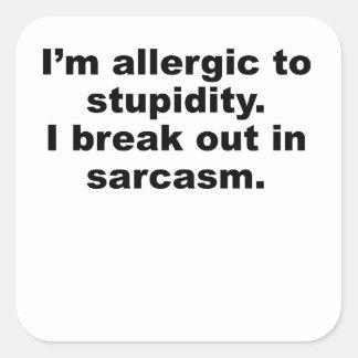 Alérgico a la estupidez calcomanía cuadradase