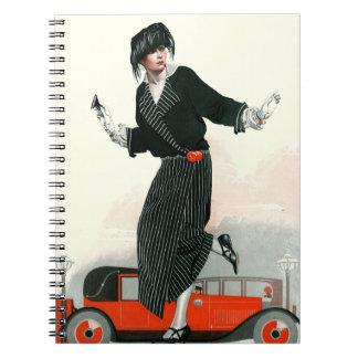 Aleta y automóvil descubierto cuaderno