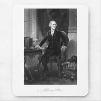 Alexander Hamilton que se sienta en su escritorio Alfombrillas De Raton