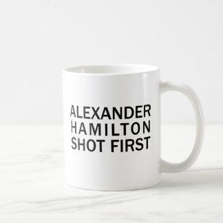 Alexander Hamilton tiró primero - la camiseta Taza Clásica