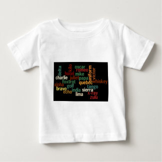 Alfabeto fonético de OTAN (fondo oscuro) Camisas