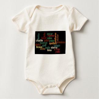 Alfabeto fonético de OTAN (fondo oscuro) Mamelucos De Bebé