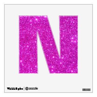 Alfabeto rosado N de la letra de la etiqueta de la