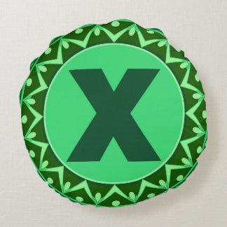 Alfabeto verde conocido inicial x de la letra del cojín redondo