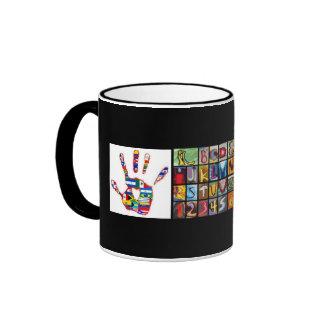 Alfabetos y handimage en colores vibrantes taza a dos colores