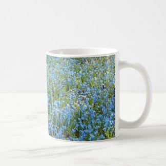 Alfombra de la primavera taza clásica