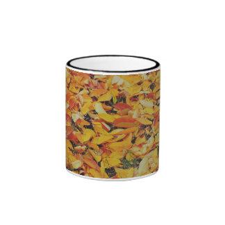 Alfombra de las hojas de otoño tazas