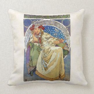 Alfons Mucha 1911 Princezna Hyacinta Throw Pillow