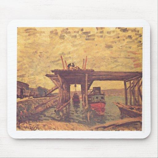 Alfred Sisley - aceite de Brücke im Bau 1885 en lo Tapete De Raton