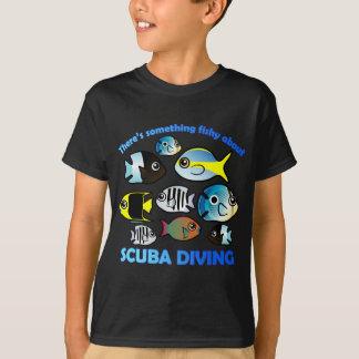 Algo a pescado sobre el equipo de submarinismo camisas