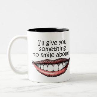 algo-a-sonrisa-sobre taza de café