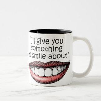 algo-a-sonrisa-sobre taza dos tonos