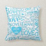 Algo amor y corazones azules del regalo de la duch almohada