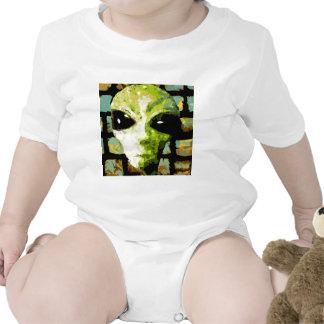 algo extraño traje de bebé