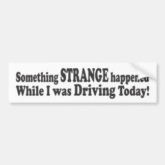 Algo extraño sucedido mientras que conducía a Tod Etiqueta De Parachoque