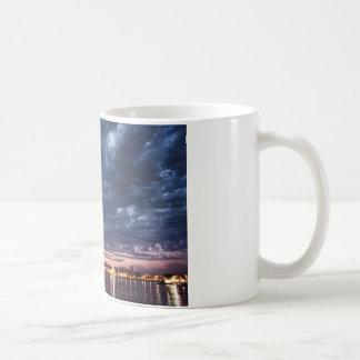 Algo nublado taza