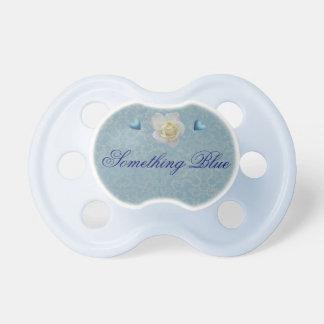 Algo pacificador azul del boda chupete de bebé