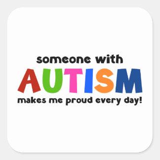 Alguien con autismo hace me orgulloso cada día pegatina cuadrada