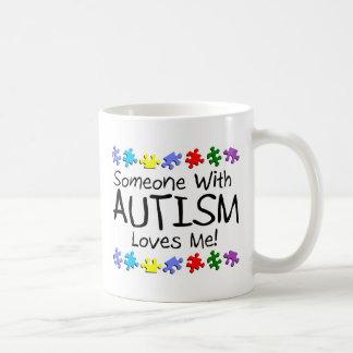 Alguien con autismo me ama taza de café