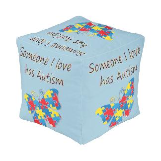 Alguien el amor de I tiene autismo (multi) Puff Cuadrado