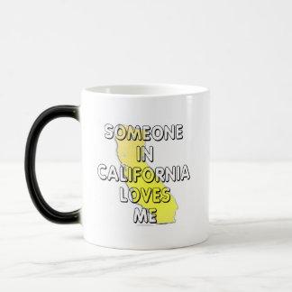Alguien en California me ama Taza Mágica