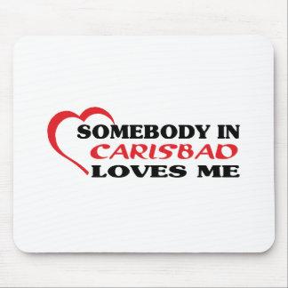 Alguien en Carlsbad me ama camiseta Tapetes De Ratón