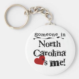 Alguien en Carolina del Norte me ama Llavero Redondo Tipo Pin