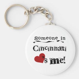 Alguien en Cincinnati Llavero Redondo Tipo Pin